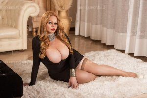 Janelle massage escorte